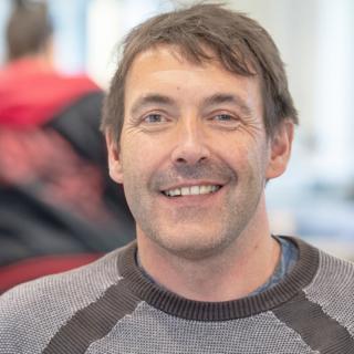Portraitbild eines Drahtzug-Mitarbeiter
